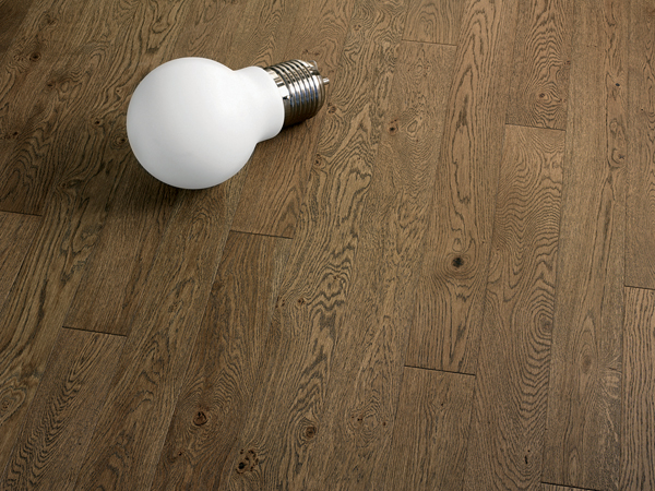 Brown Lacquered Oak Floor