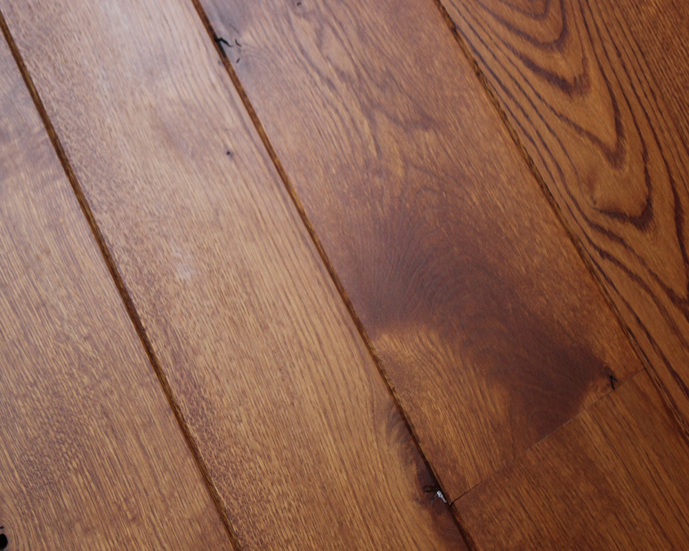 Warm Stained Natural Oak