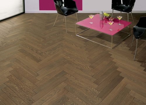 Mid Brown Oak Engineered Herringbone
