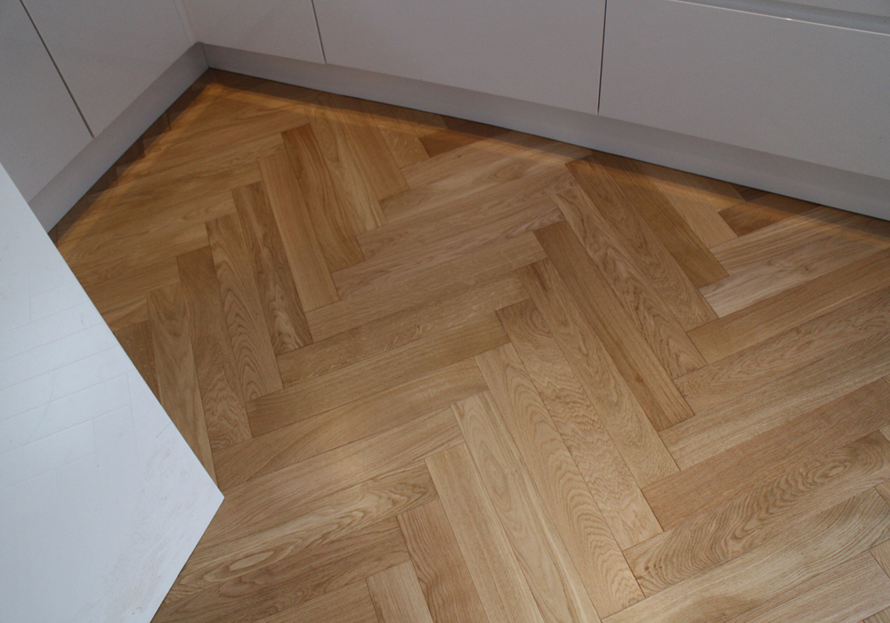 Lacquered Oak Engineered Herringbone