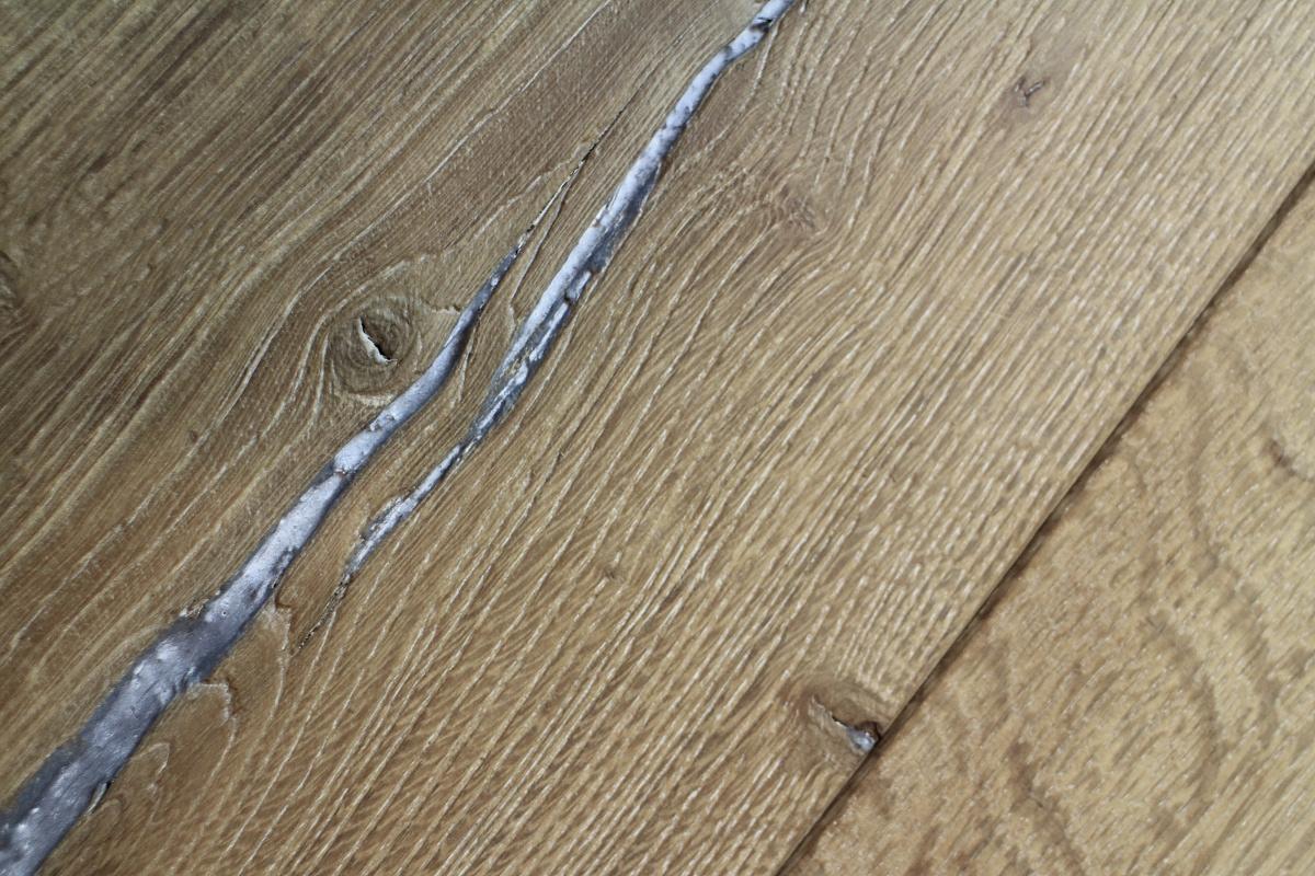 Sandblasted Split Distressed Engineered Oiled Wood Floor
