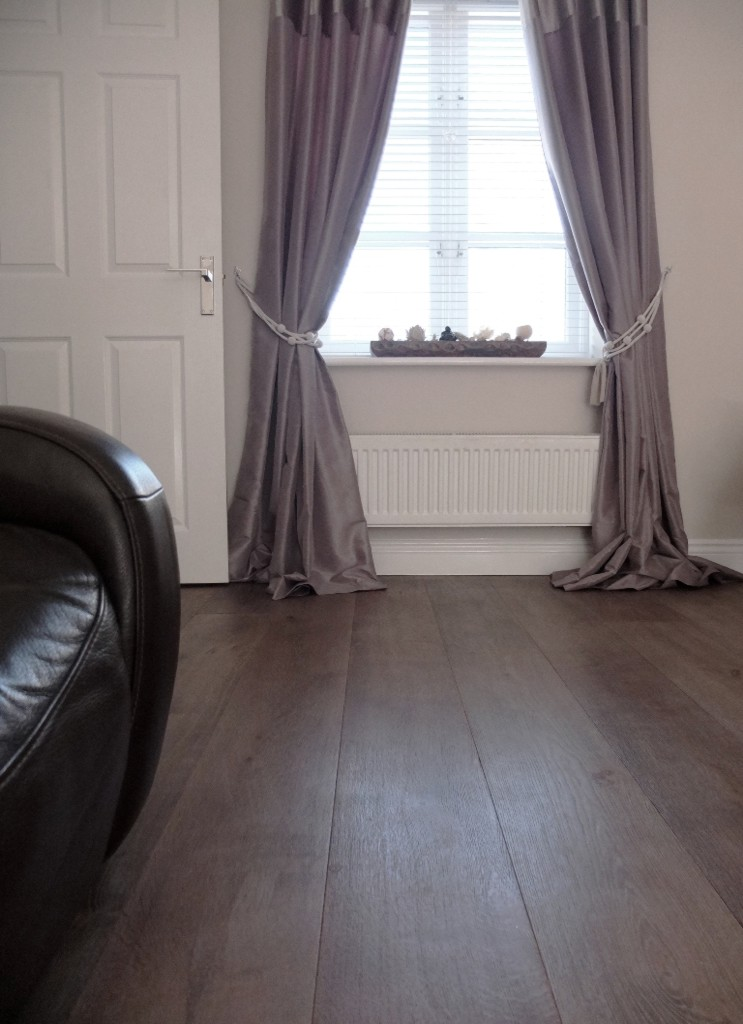 Wide Plank Brushed Textured Oak Flooring with Knots