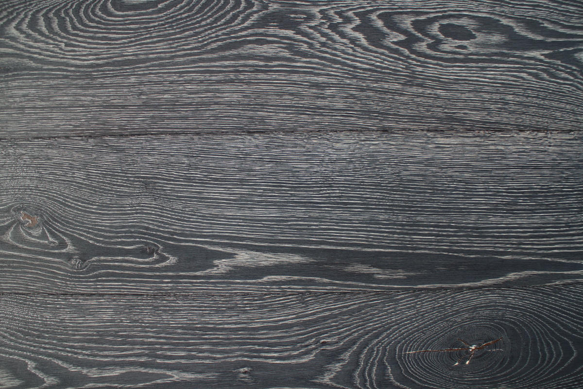 Black Dark Oak Lacquered Wooden Flooring With Knots