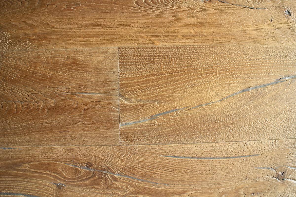 Brown Oak Heavily Distressed Engineered Planks