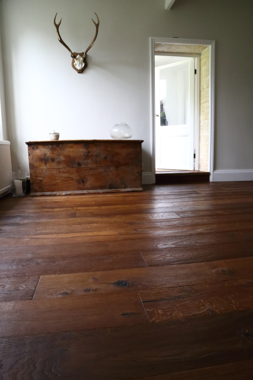 Distressed oak flooring Product Code HC7350 - this beautiful European oak engineered flooring is hand finished in Italy to a very high standard. Contact Hicraft Flooring for more details