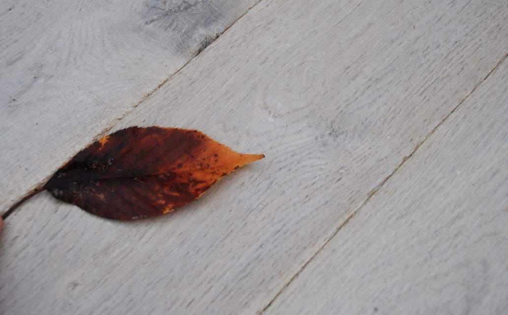 Engineered Distressed Whitewashed Worn Oak Wood Floor
