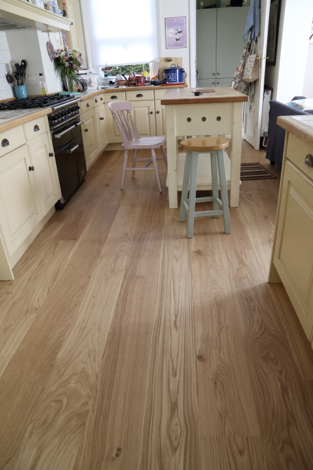 Smooth Oak Flooring - contemporary wooden flooring product code HC1378 from Hicraft Flooring